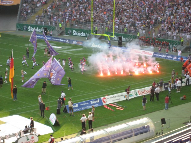 The Frankfurt Galaxy take the field against the Hamburg Sea Devils at Commerzbank Arena in 2007 (courtesy of Nils Elger)